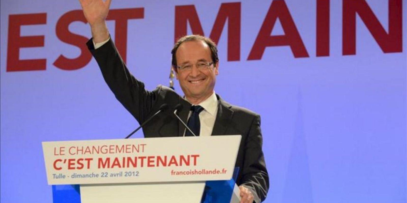 El candidato presidencial por el Partido Socialista (PS) francés, Francois Hollande, habla a sus seguidores este domingo 22 de abril de 2012, tras la primera ronda de las elecciones presidenciales francesas en Tulle (Francia). EFE