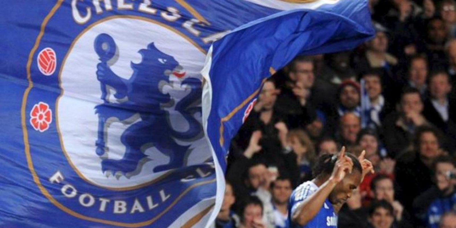 El jugador del Chelsea, Didier Drogba celebra una anotación ante el Barcelona durante el juego de ida de la semifinal de la Liga de Campeones, que se disputa en el Stamford Bridge de Londres (R.Unido). Chelsea ganó 1-0. EFE/Archivo