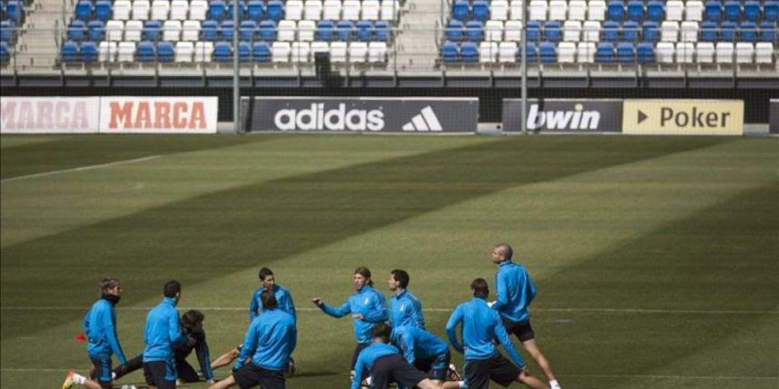 Jugadores del Real Madrid durante el entrenamiento realizado hoy en la ciudad deportiva del club, el último antes de disputar mañana el partido de vuelta de la semifinal de la Liga de Campeones ante el Bayern de Munich, en el estadio Santiago Bernabéu. EFE