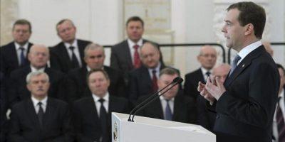 El presidente de Rusia, Dmitri Medvédev, da un discurso ante los miembros del Consejo de Estado en el Palacio del Kremlin en Moscú (Rusia) hoy, martes 24 de abril de 2012. EFE