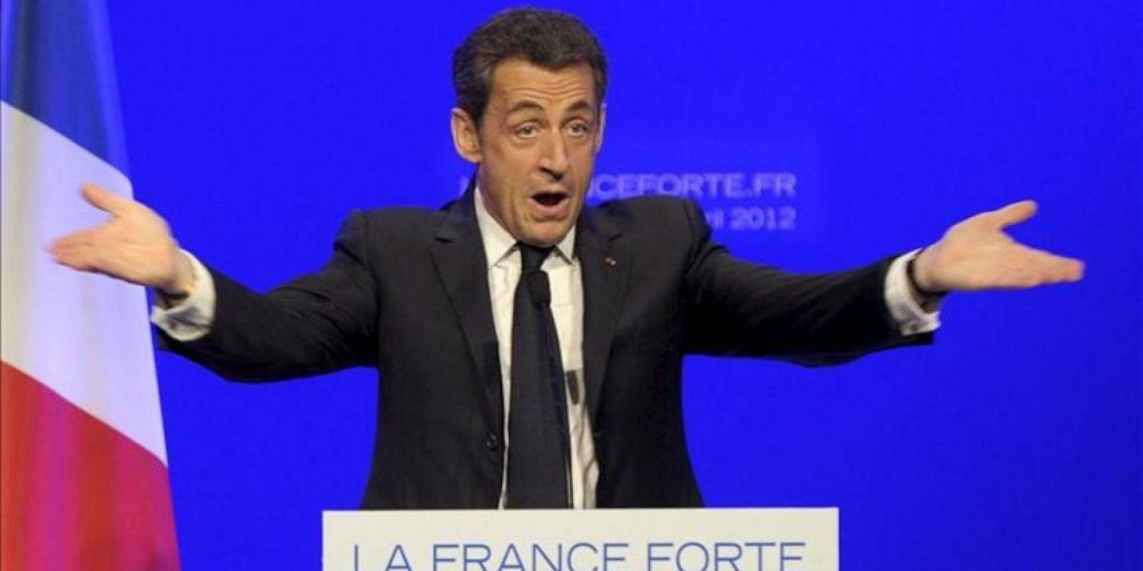 Nicolas Sarkozy, candidato a su reelección en la Presidencia de Francia el próximo 6 de mayo, pronuncia un discurso durante un acto de campaña en Longjumeau, Francia, hoy, martes 24 de abril de 2012. EFE