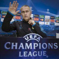El técnico del Real Madrid, el portugués Jose Mourinho, durante la rueda de prensa que ofreció hoy en la ciudad deportiva del club, tras el último entrenamiento del equipo antes de disputar mañana el partido de vuelta de la semifinal de la Liga de Campeones ante el Bayern de Munich, en el estadio Santiago Bernabéu. EFE