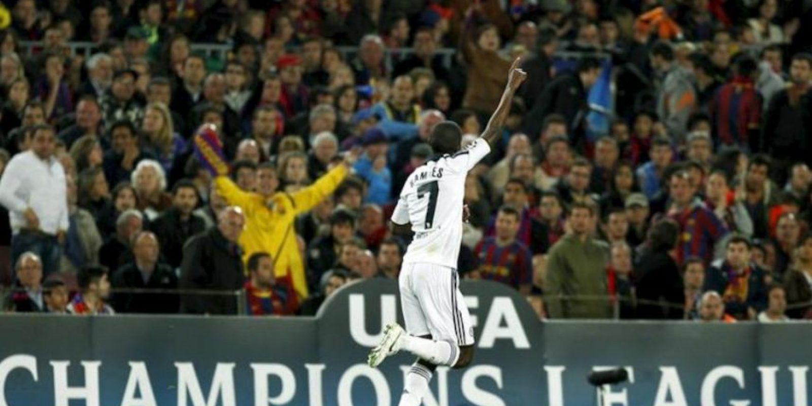 El jugador del Chelsea Ramires celebra el primer gol de su equipo al Barcelona durante el encuentro correspondiente a la vuelta de las semifinales de la Liga de Campeones que disputaron ambos clubes en el Camp Nou. EFE