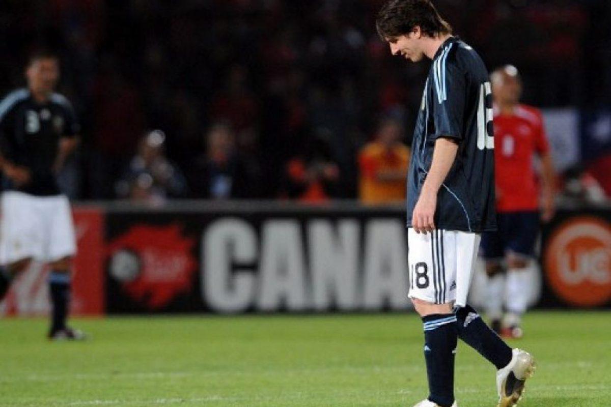 Retiro cabizbajo del Estadio Nacional de Santiago tras perder contra Chile en las eliminatorias a Suráfrica 2010. Foto:AFP