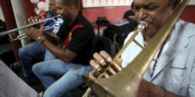 """Miembros de la orquesta participan en el ensayo general del concierto """"Voces inmigrantes en República Dominicana"""", en Santo Domingo (República Dominicana). EFE"""