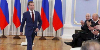 El presidente saliente y futuro primer ministro de Rusia, Dmitri Medvédev, llega a una reunión con los dirigentes de la formación oficialista Rusia Unida (RU), en Moscú (Rusia), el 27 de abril de 2012. EFE