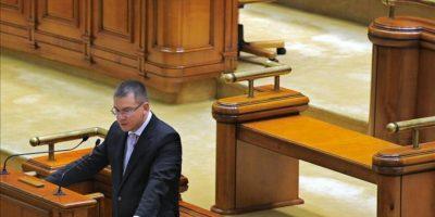 El primer ministro rumano, Mihai Razvan Ungureanu, interviene en una sesión parlamentaria, en Bucarest, Rumanía. EFE