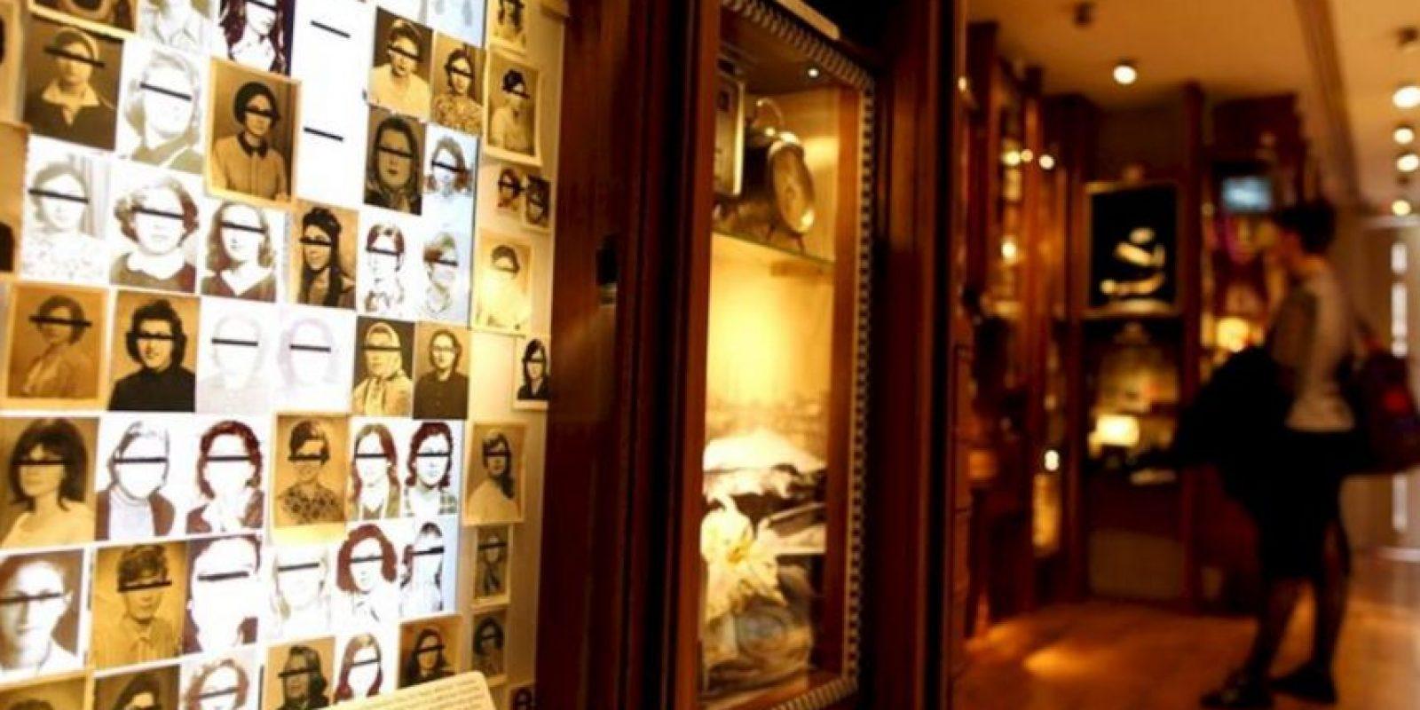 Objetos expuestos en el Museo de la Inocencia, creado por el novelista y premio Nobel turco Orhan Pamuk, en Estambul hoy. EFE