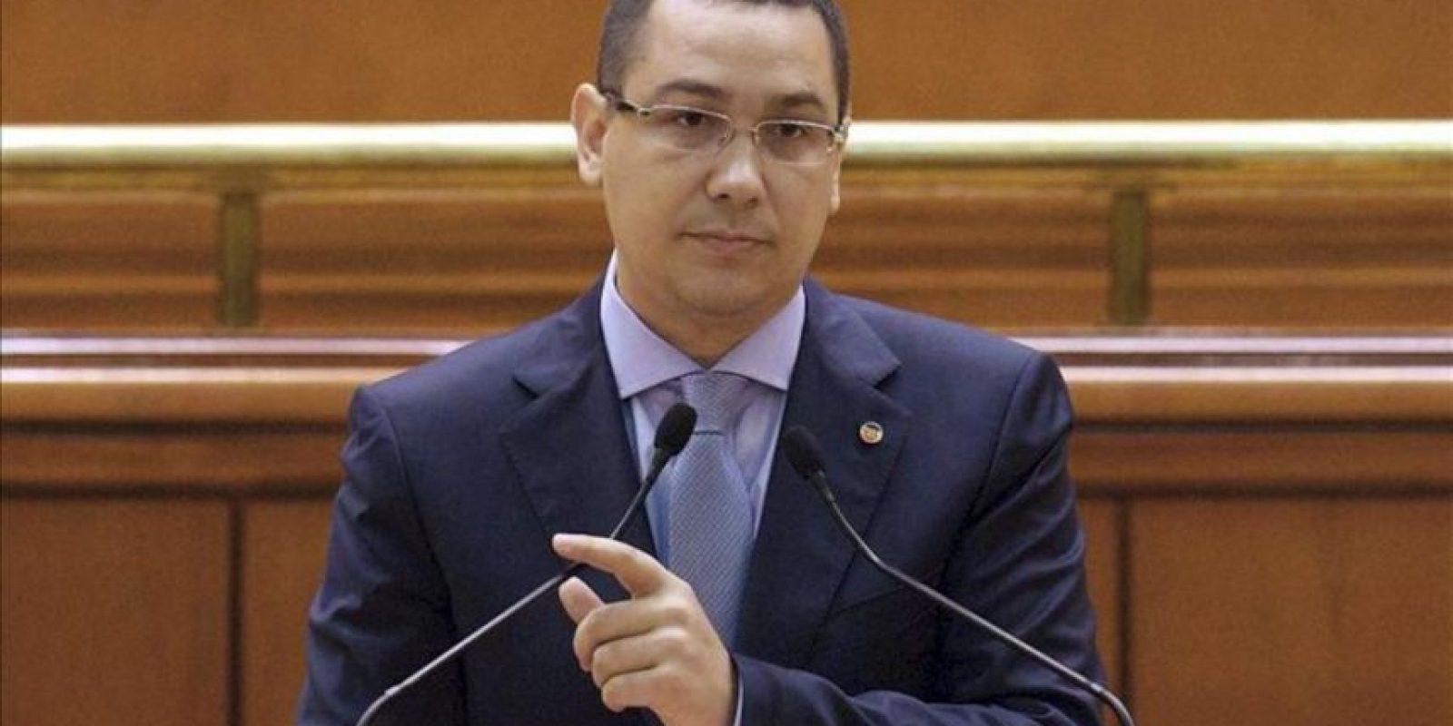 El líder de la oposición rumano Victor Ponta interviene en una sesión parlamentaria, en Bucarest, Rumanía. EFE