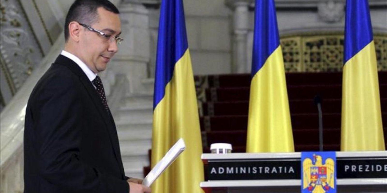 El líder opositor socialdemócrata, Victor Ponta, se dispone a pronunciar un discurso tras ser designado nuevo primer ministro por el presidente rumano, el conservador Traian Basescu. EFE