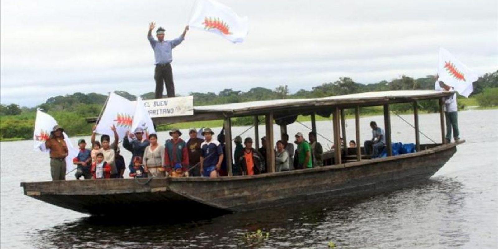 Un grupo de indígenas llega a la ciudad de Trinidad, Bolivia, donde cientos de nativos de la Amazonia boliviana ultiman los preparativos para comenzar en las próximas horas su segunda marcha hacia a La Paz, en menos de un año, para rechazar la construcción de una carretera a través de la reserva natural Tipnis. EFE