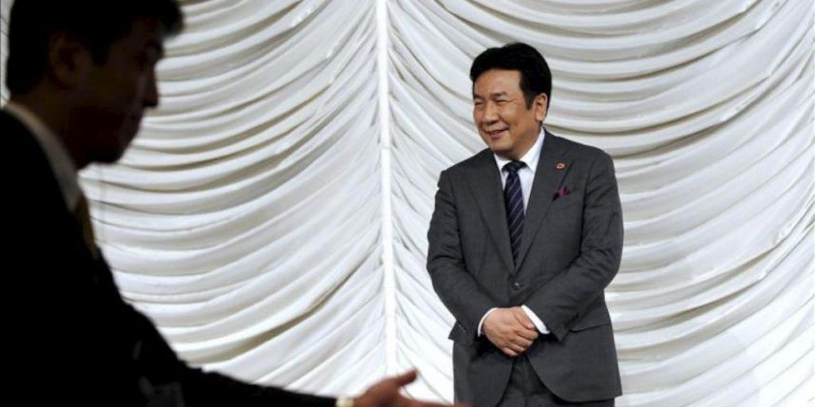 El ministro de Economía, Comercio e Industria de Japón, Yukio Edano, sonríe mientras espera a los ministros de Economía de la Asociación de Naciones del Sudeste Asiático (ASEAN) durante el último día de una reunión en Tokio, Japón. EFE
