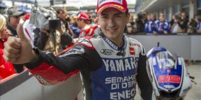 El piloto español Jorge Lorenzo (Yamaha), se muestra contento tras conseguir el segundo mejor tiempo, por detrás de Dani Pedrosa (Honda), en los terceros y últimos entrenamientos libres de MotoGP en el circuito de Jerez, donde mañana se disputará el Gran Premio de España de Motociclismo, segunda prueba del calendario. EFE