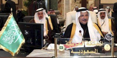 Fotografía de archivo del 29 de marzo de 2012 donde se muestra al embajador saudí en Egipto, Ahmed bin Abdulaziz Al-kattan, durante la sesión de apertura de la cumbre de la Liga Árabe en Bagdag, Irak. EFE