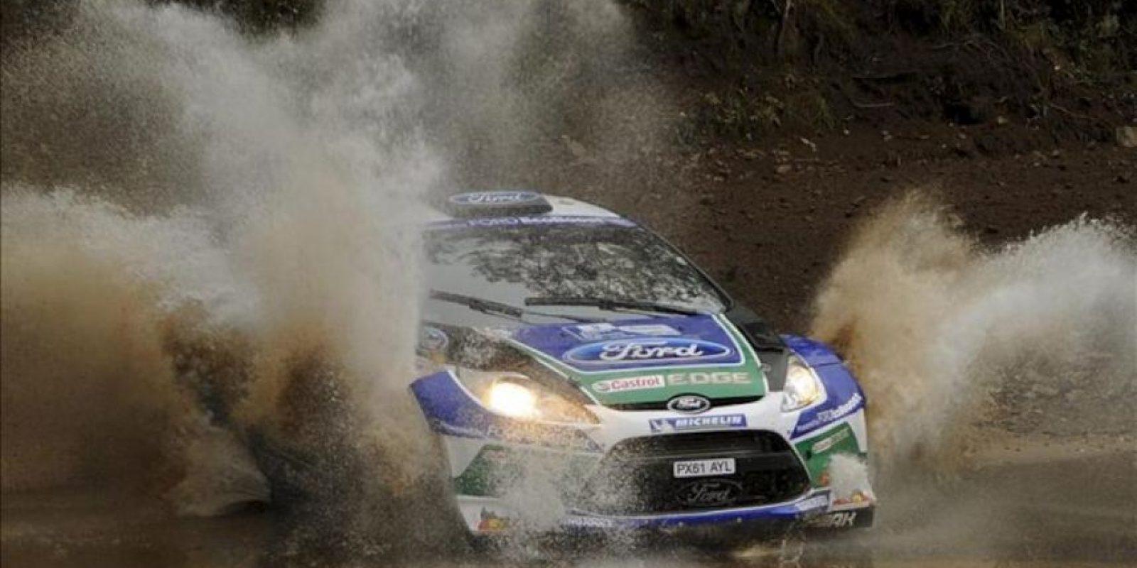 Fotografía distribuida del piloto español Daniel Sordo al volante de su Ford Fiesta RS durante la primera etapa del Rally de Argentina 2012 a su paso por Villa Carlos Paz, Argentina, el pasado 27 de abril. EFE