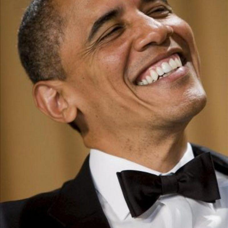 El presidente estadounidense, Barack Obama, sonríe durante la Cena Anual de Corresponsales en un hotel de Washington (DC, EE.UU.). EFE