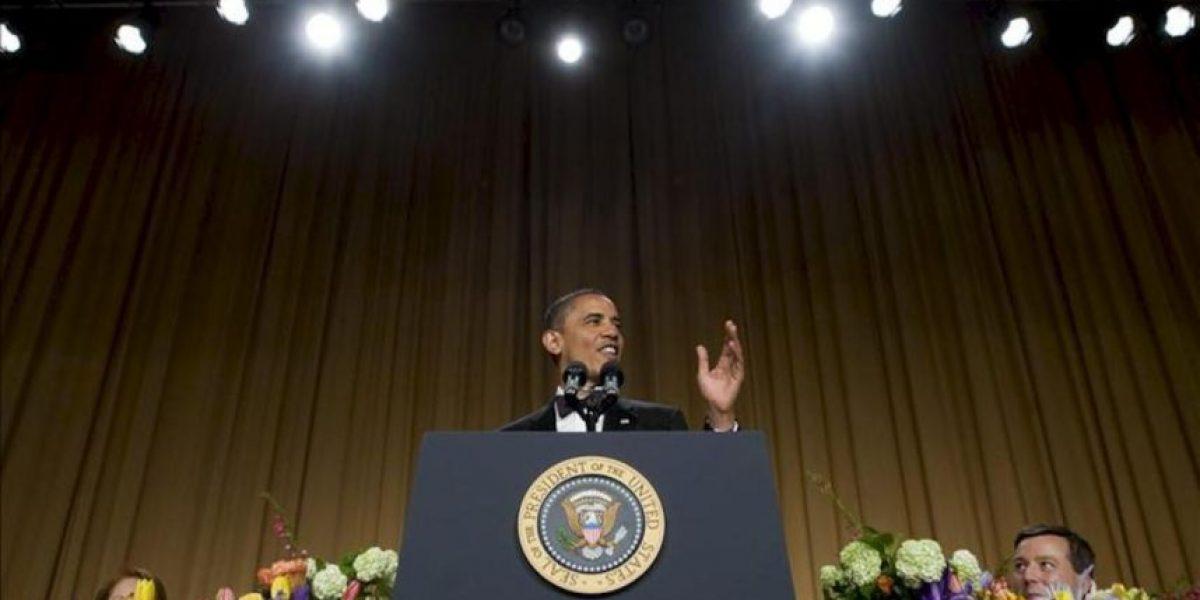 El presidente Obama se burla de sí mismo y de sus contrincantes republicanos