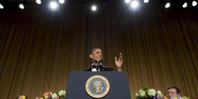 El presidente estadounidense, Barack Obama, habla durante la Cena Anual de Corresponsales en un hotel de Washington (DC, EE.UU.). EFE