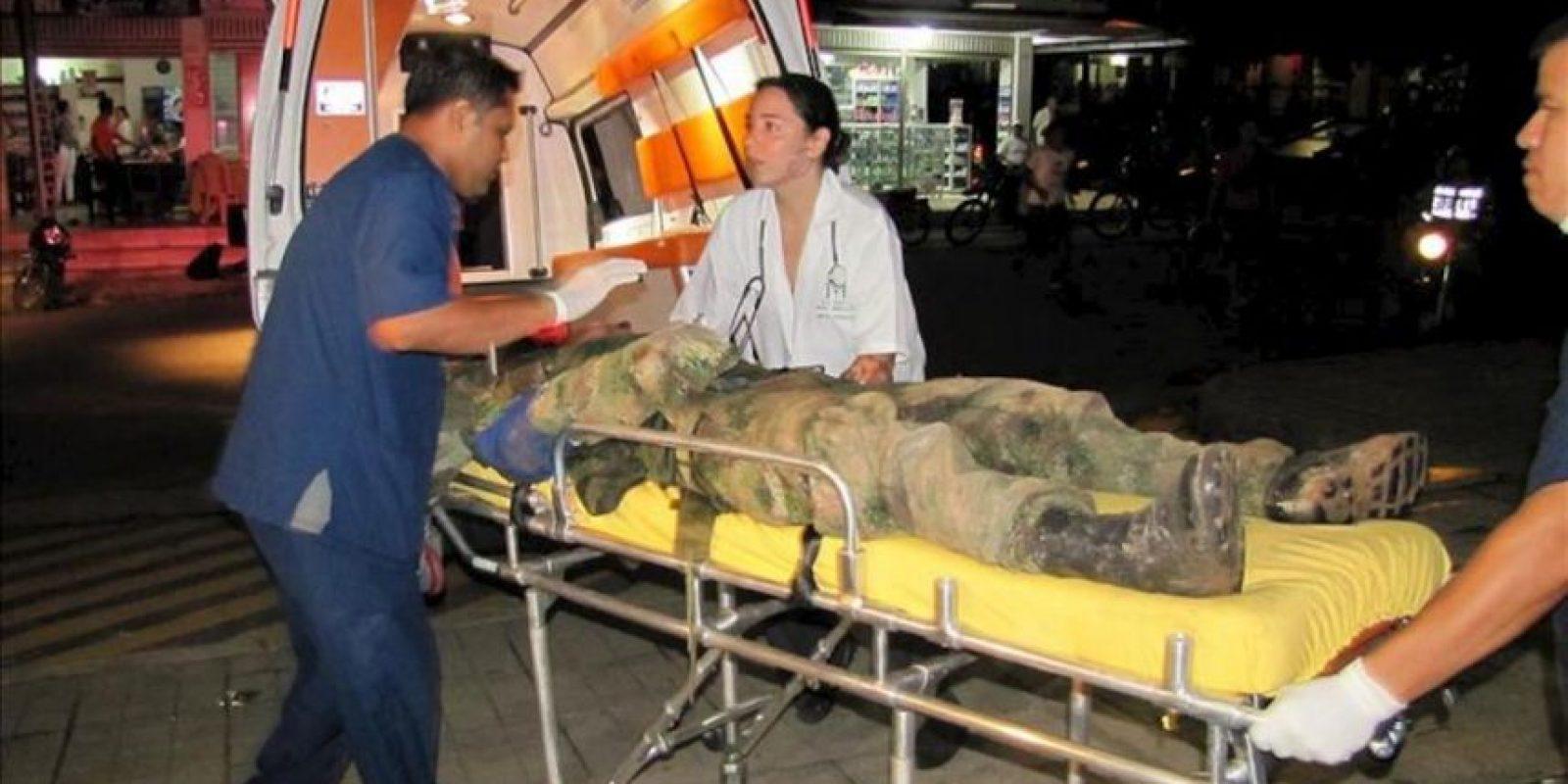 Las autoridades colombianas encontraron en las últimas horas al policía y los cuatro militares que fueron dados por desaparecidos tras los combates del sábado con las FARC e intensifican la búsqueda del periodista francés Roméo Langlois, quien documentaba las labores de ese batallón antidrogas. En los enfrentamientos murieron otros cuatro uniformados. EFE
