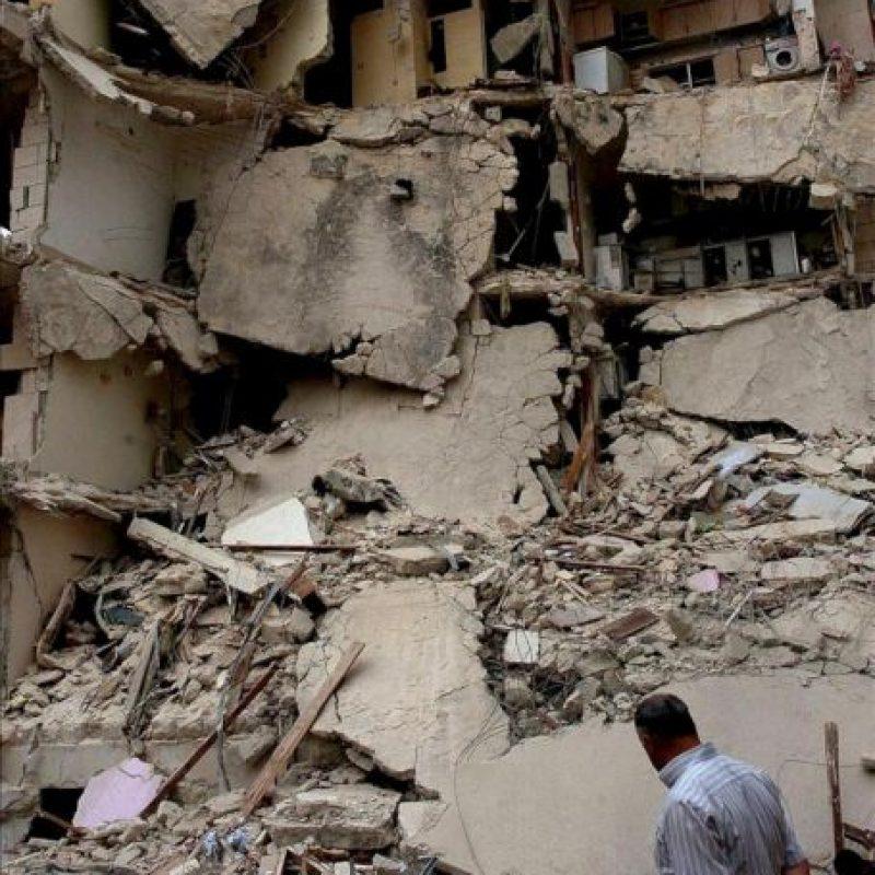 Fotografía distribuida por la Agencia Árabe Siria de Noticias SANA, que muestra un edificio afectado por una explosión hoy lunes 30 de abril de 2012 en Idleb, Siria. EFE
