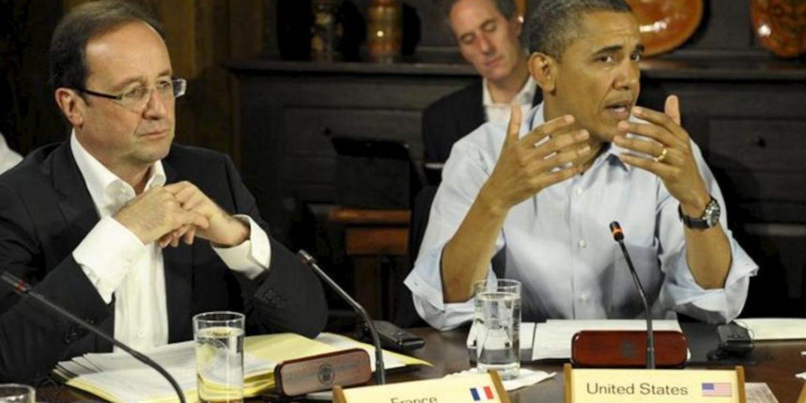 El presidente de Estados Unidos, Barack Obama (d) y el presidente francés, François Hollande (i) durante una primera sesión de trabajo de la Cumbre del G8 celebrada en Camp David (Estados Unidos). EFE