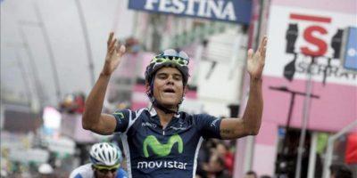El ciclista costarricense Andrey Amador (d), del equipo Movistar, se impone la decimocuarta etapa del Giro de Italia, de 205 kilómetros entre Cherasco y Cervinia, en Cherasco, Italia. EFE
