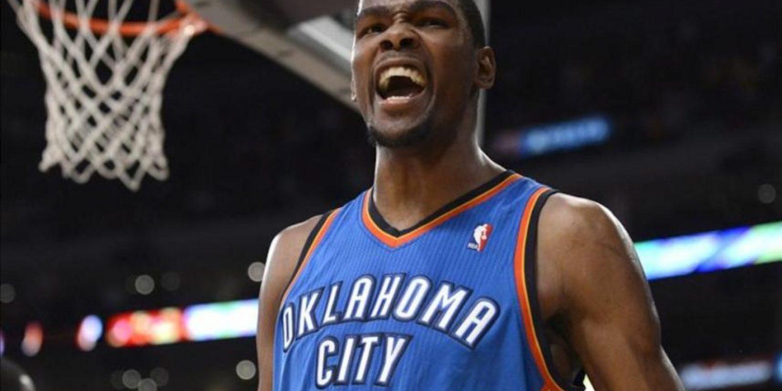 El jugador de los Oklahoma City Thunder Kevin Durant, grita en el partido de la NBA contra los Lakers de Los Ángeles. EFE