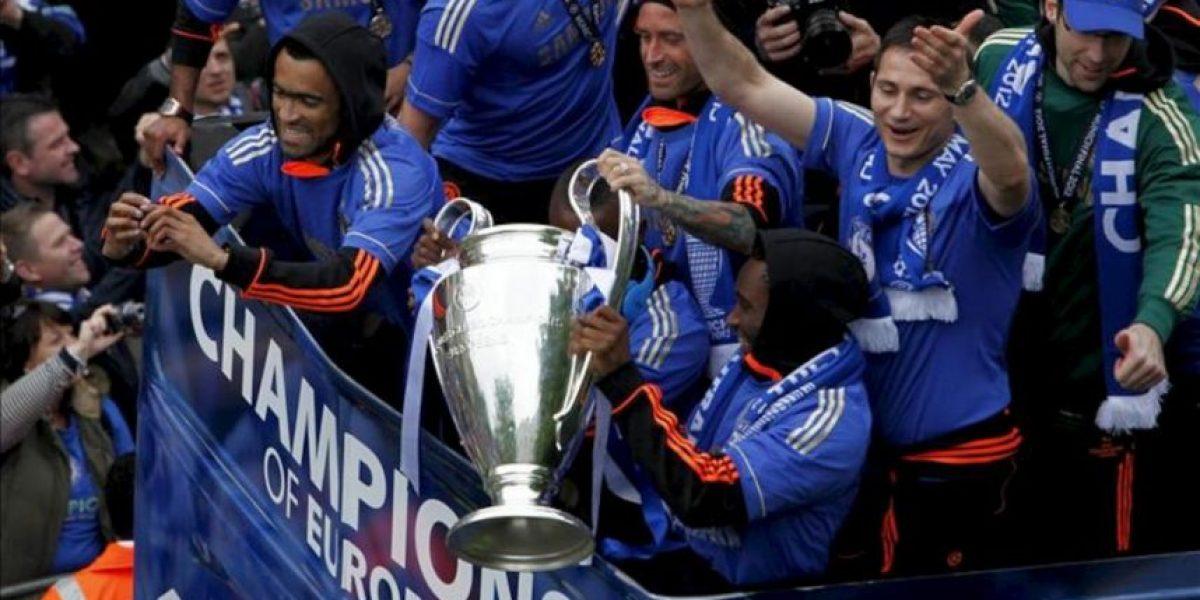 El Chelsea celebra en Londres su primera