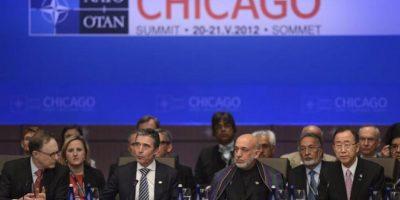 El secretario general de la OTAN Anders Fogh Rasmussen (2i), el presidente afgano Hamid Karzai (2d) y el secretario general de la ONU, Ban Ki-moon (d) asisten a la reunión de la cumbre de la OTAN celebrada en Chicago, Illinois, Estados Unidos. EFE