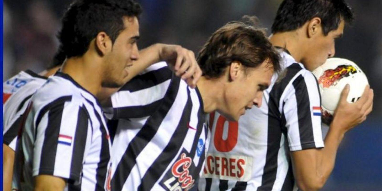 Tras el empate 1-1 registrado en el encuentro de ida, la pasada semana en Asunción, el equipo 'gumarelo' quedó ante la obligación de ganar por el resultado que fuese o empatar por más de dos goles para instalarse en las semifinales. EFE/Archivo