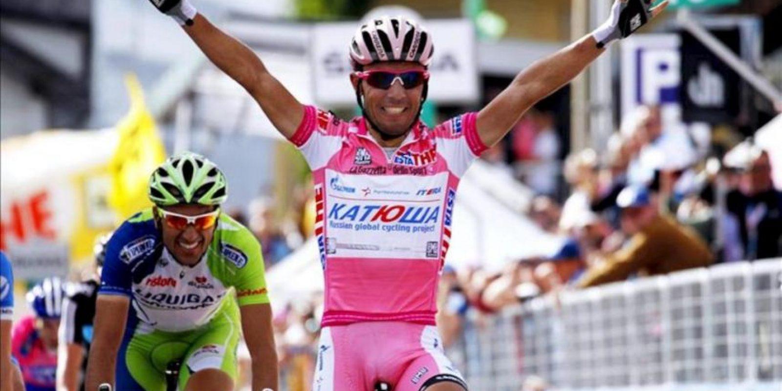 El ciclista español del Katusha, Joaquim 'Purito' Rodríguez, celebra la victoria conseguida en la decimoséptima etapa del Giro d'Italia. EFE