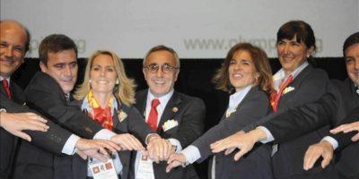 Foto facilitada por el Ayuntamiento de Madrid de la delegación española celebrando el pase a la final de la candidatura de Madrid, junto a Tokio y Estambul, tras la reunión de la Comisión Ejecutiva del Comité Olímpico Internacional (COI) celebrada en Québec (Canadá). EFE