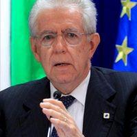 El primer ministro italiano, Mario Monti, participa en una conferencia de prensa tras el Consejo Europeo informal celebrado en Bruselas, Bélgica. EFE