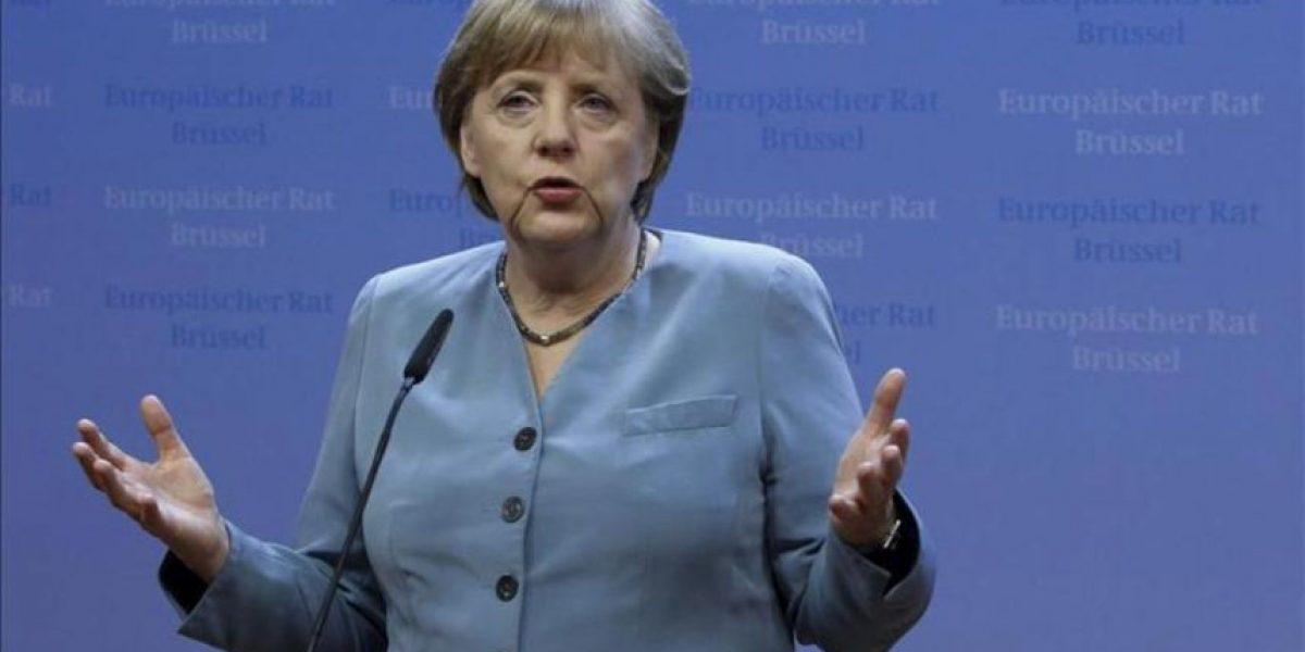 Merkel admite las diferencias con Hollande sobre los eurobonos