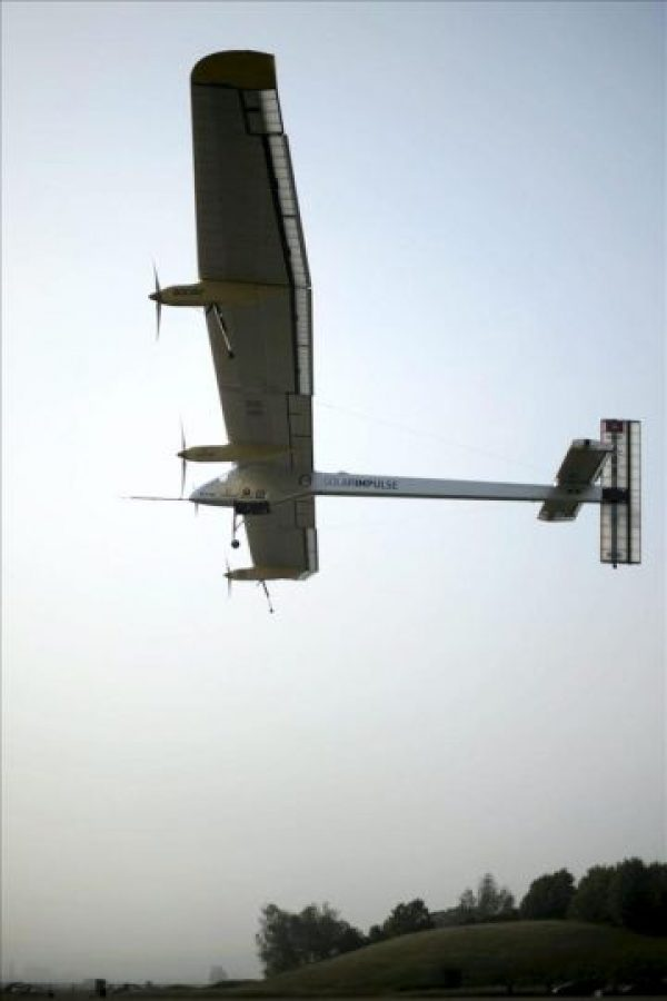 El Solar Impulse despega hoy de un aeródromo de Payerne (suroeste de Suiza) con dirección a Madrid (España). Este es el primer avión de la historia en realizar un vuelo de día y de noche, únicamente alimentado por la energía del sol. EFE