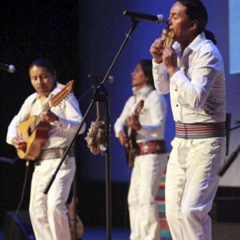 Un grupo de música ecuatoriano actúa durante las celebraciones por el Día de Ecuador en la Exposición Internacional de Yeosu 2012 hoy, en Yeosu (Corea del Sur). EFE/YNA