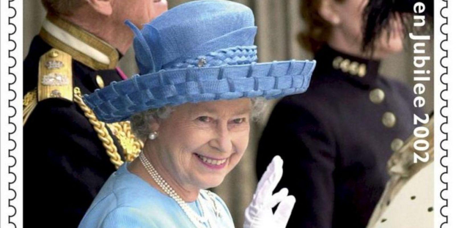 Fotos cedidas hoy, 24 de mayo, por la Royal Mail (Correos británicos) de algunos de los de sellos postales conmemorativos de los sesenta años en el trono de Isabel II, colección cuyo tercero y último conjunto será emitido el próximo 31 de mayo. EFE