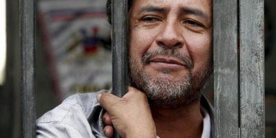 El actor chileno Luis Dubó es visto durante su encierro en una celda en el centro de Santiago de Chile (Chile). EFE