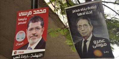 Carteles electorales en El Cairo de los candidatos a la Presidencia egipcia Mohamed Mursi y Amro Musa. EFE