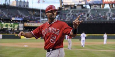 """Albert Pujols de Los Ángeles Angelinos celebra un """"home run"""" contra los Seattle Marineros durante su partido de la Liga Americana de Beisbol jugado en Seattle. EFE"""