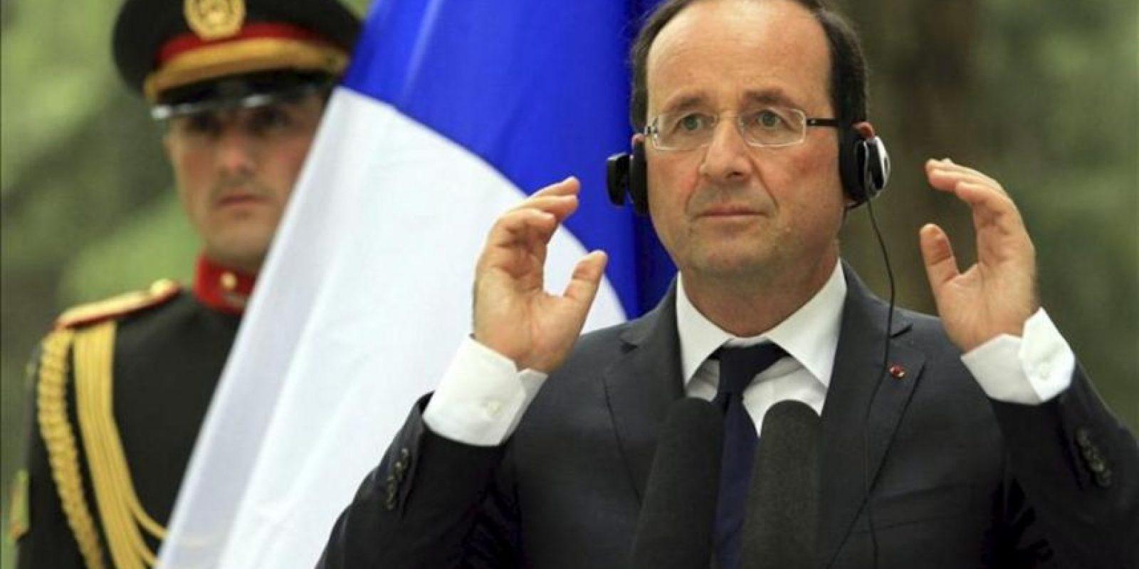 El presidente francés, François Hollande, ofrece una rueda de prensa con su homólogo afgano, Hamid Karzai, hoy viernes 25 de mayo en Kabul, Afganistán. EFE