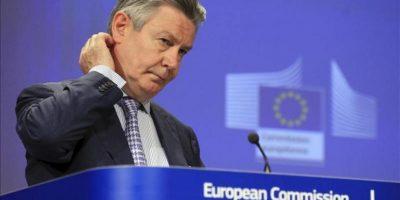 El comisario europeo de Comercio, Karel De Gucht, ofrece una rueda de prensaa hoy en la sede de la Comisión Europea en Bruselas (Bélgica). EFE