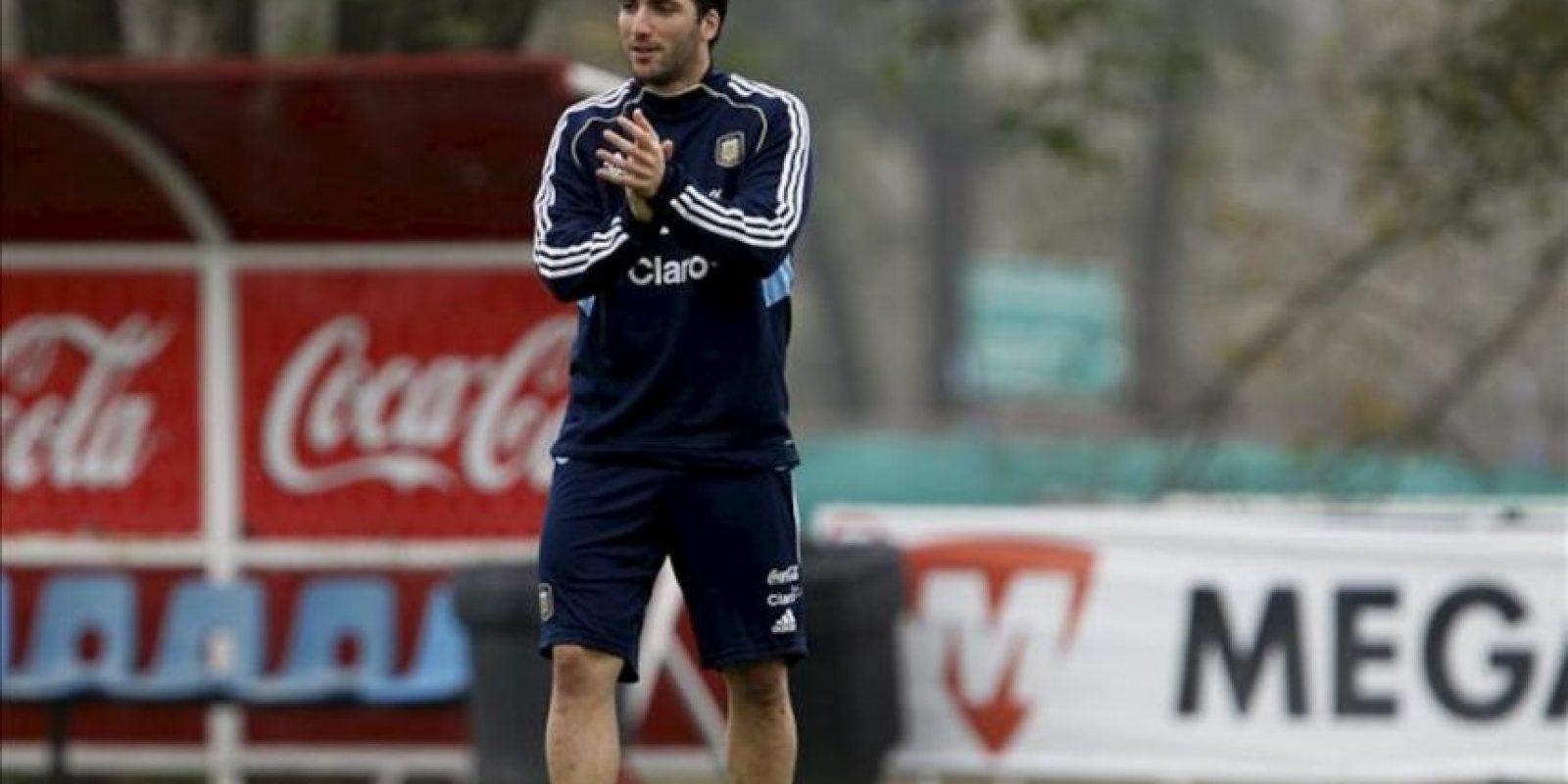 El jugador de la selección argentina de fútbol Gonzalo Higuaín participa este 25 de mayo en un entrenamiento en Buenos Aires (Argentina). EFE