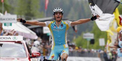 El checo Roman Kreuziger (Astana) celebra tras ganar la decimonovena etapa del Giro de Italia, disputada entre Treviso y Alpe di Pampeago. EFE
