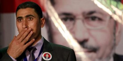 Un miembro de la campaña presidencial del candidato Mohamed Mursi, de los Hermanos Musulmanes, durante una rueda de prensa hoy, viernes 25 de mayo de 2012, en El Cairo (Egipto). EFE