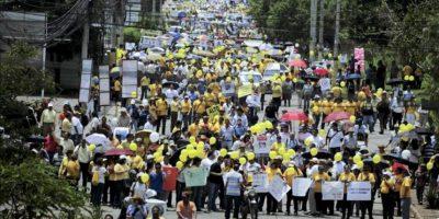 Centenares de periodistas hondureños conmemoran su día este 25 de mayo con una marcha en las calles de Tegucigalpa (Honduras), para reclamar mayor protección y el cese de la violencia de la que son víctimas, que se ha cobrado 29 vidas desde 2006. EFE