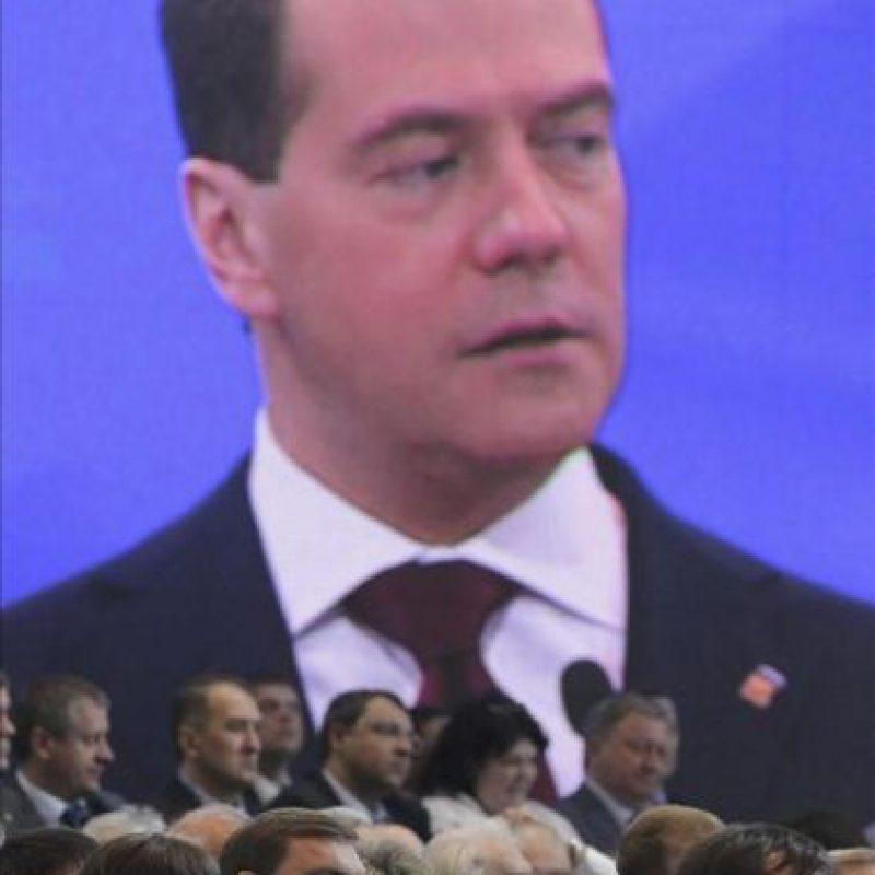SHP06. MOSCÚ (RUSIA), 26/5/2012.- Una pantalla muestra al primer ministo ruso, Dmitry Medvedev, ofreciendo un discurso en el congreso federal del partido oficialista Rusia Unida (RU) en Moscú (Rusia) hoy, sábado 26 de mayo de 2012. EFE