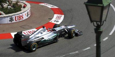 El piloto alemán Michael Schumacher, de la escudería Mercedes AMG, durante la tercera jornada de entrenamientos libres en Montecarlo, Mónaco. EFE