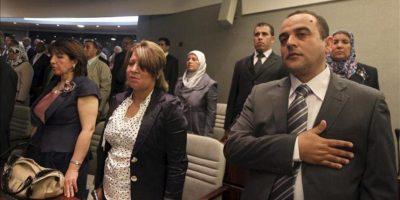 Diputados asisten a la ceremonia de constitución del nuevo Parlamento argelino surgido de las elecciones legislativas en Argel, Argelia. EFE