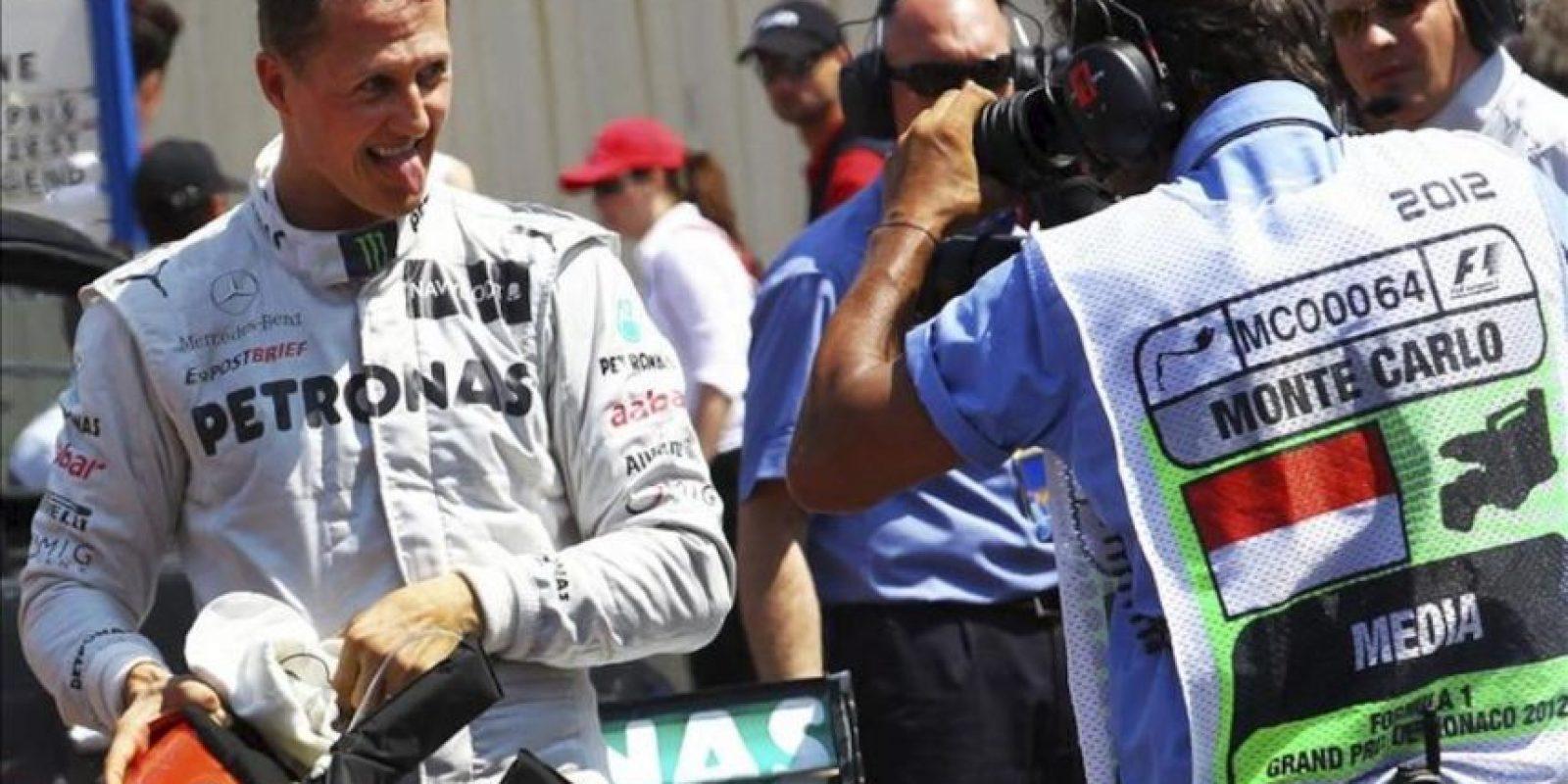 El piloto alemán de la escudería Mercedes de Fórmula Uno, Michael Schumacher, celebra el mejor tiempo conseguido en la clasificación del Gran Premio de Mónaco. EFE